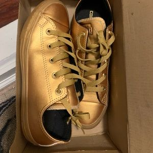 Big kids Gold Converse sneaker